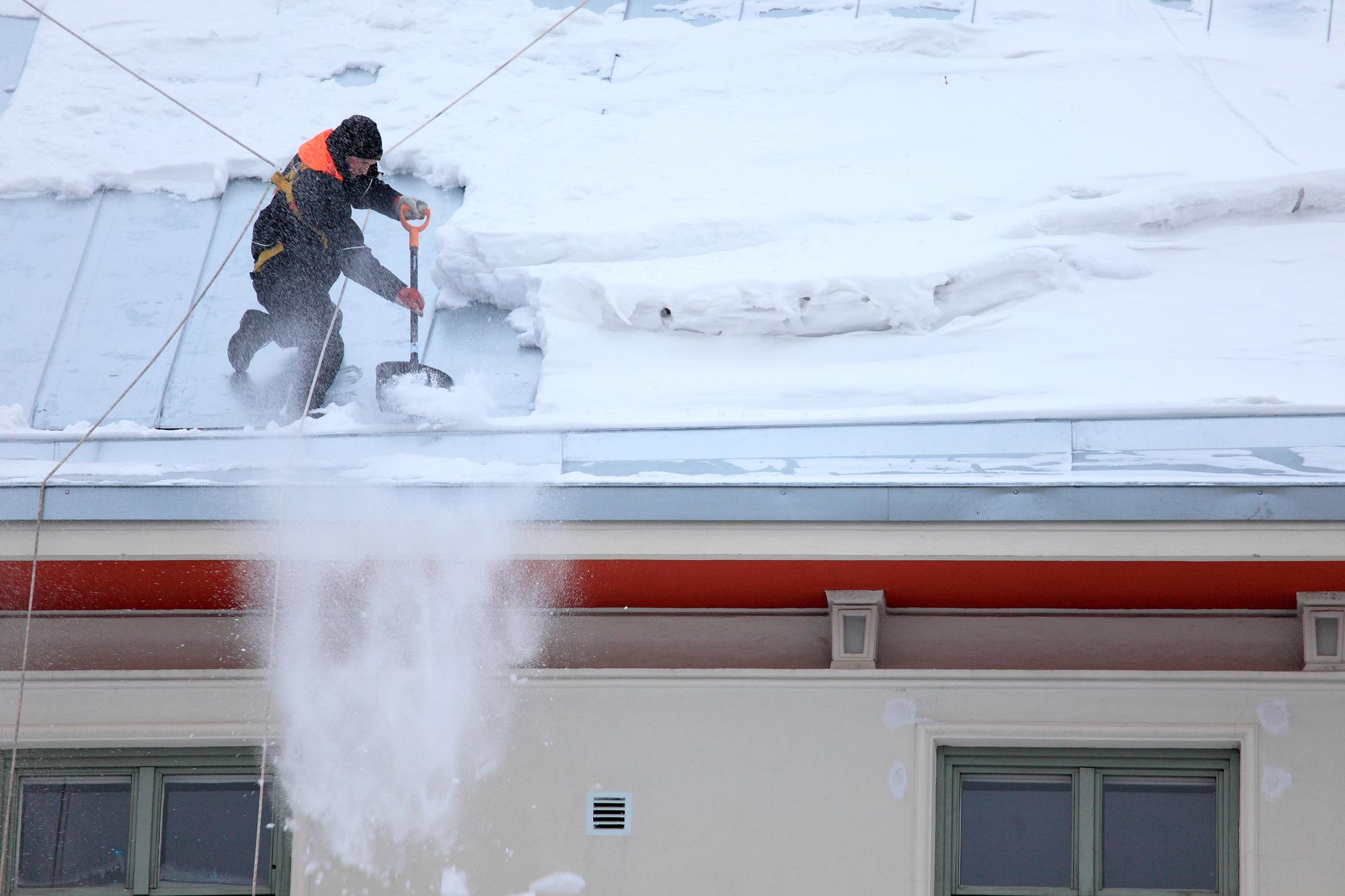 уборка крыш домов