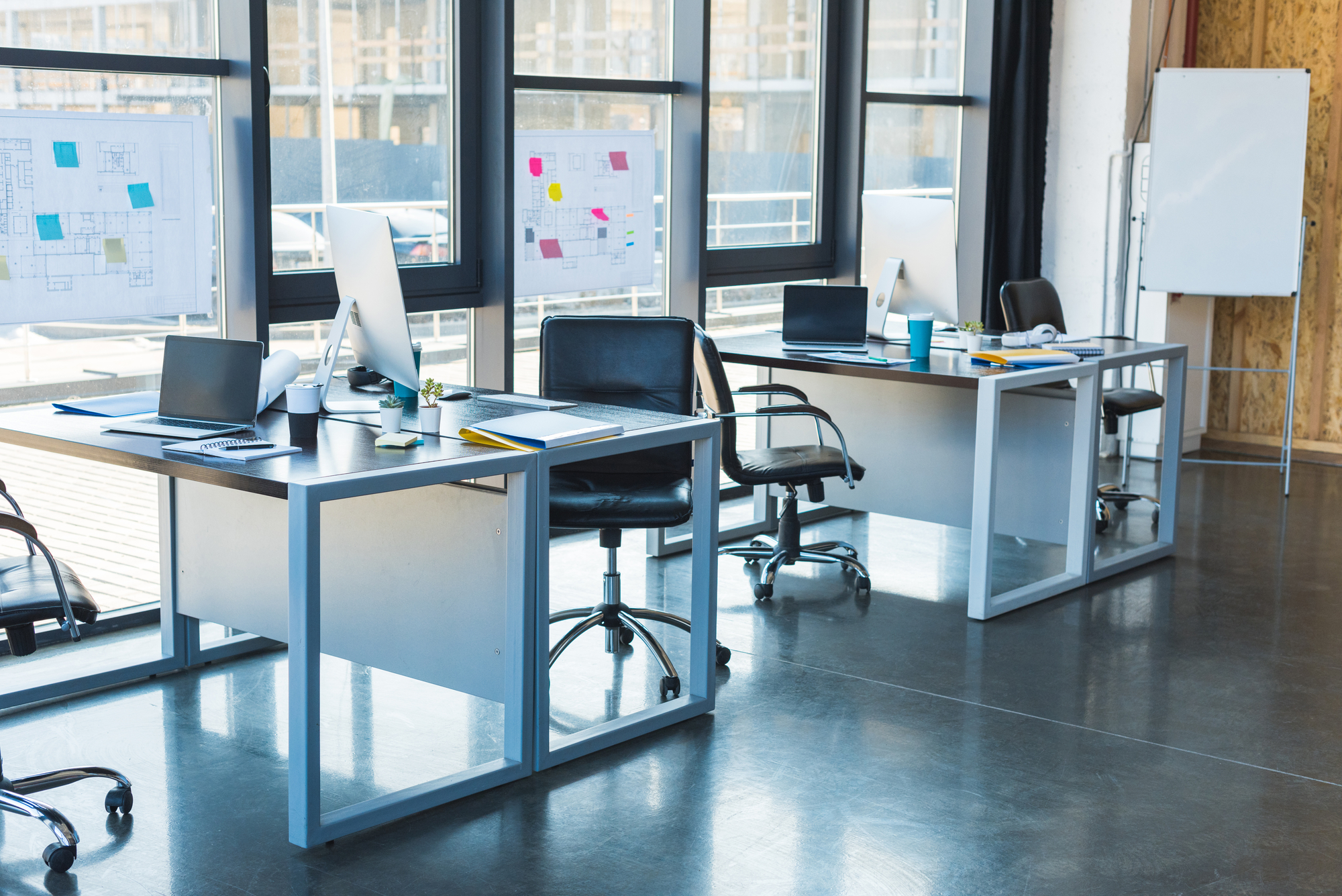 Dedicated Work Desks With Computers In Coworking Spaces for Multifamily Properties